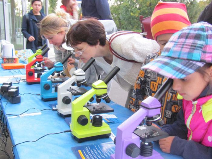 ТОП-5 лучших микроскопов Levenhuk Rainbow для дома и учебы