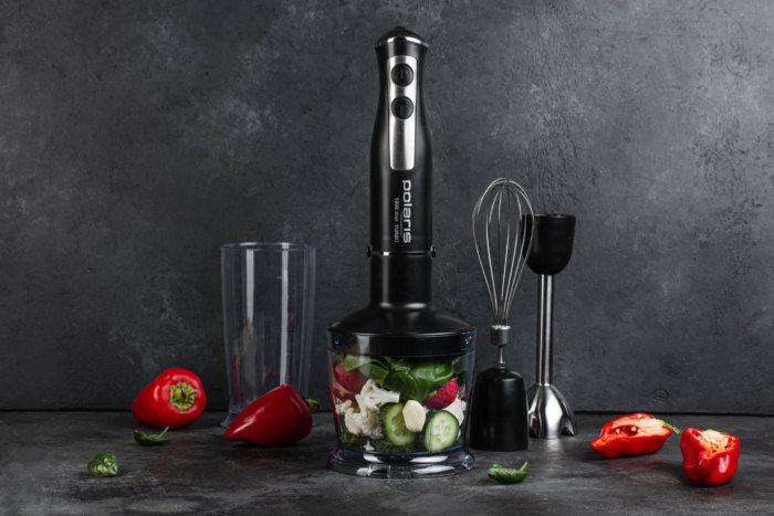 Черный погружной блендер для измельчения овощей